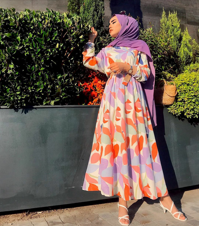 فستان بطبعات ملونة للمحجبات