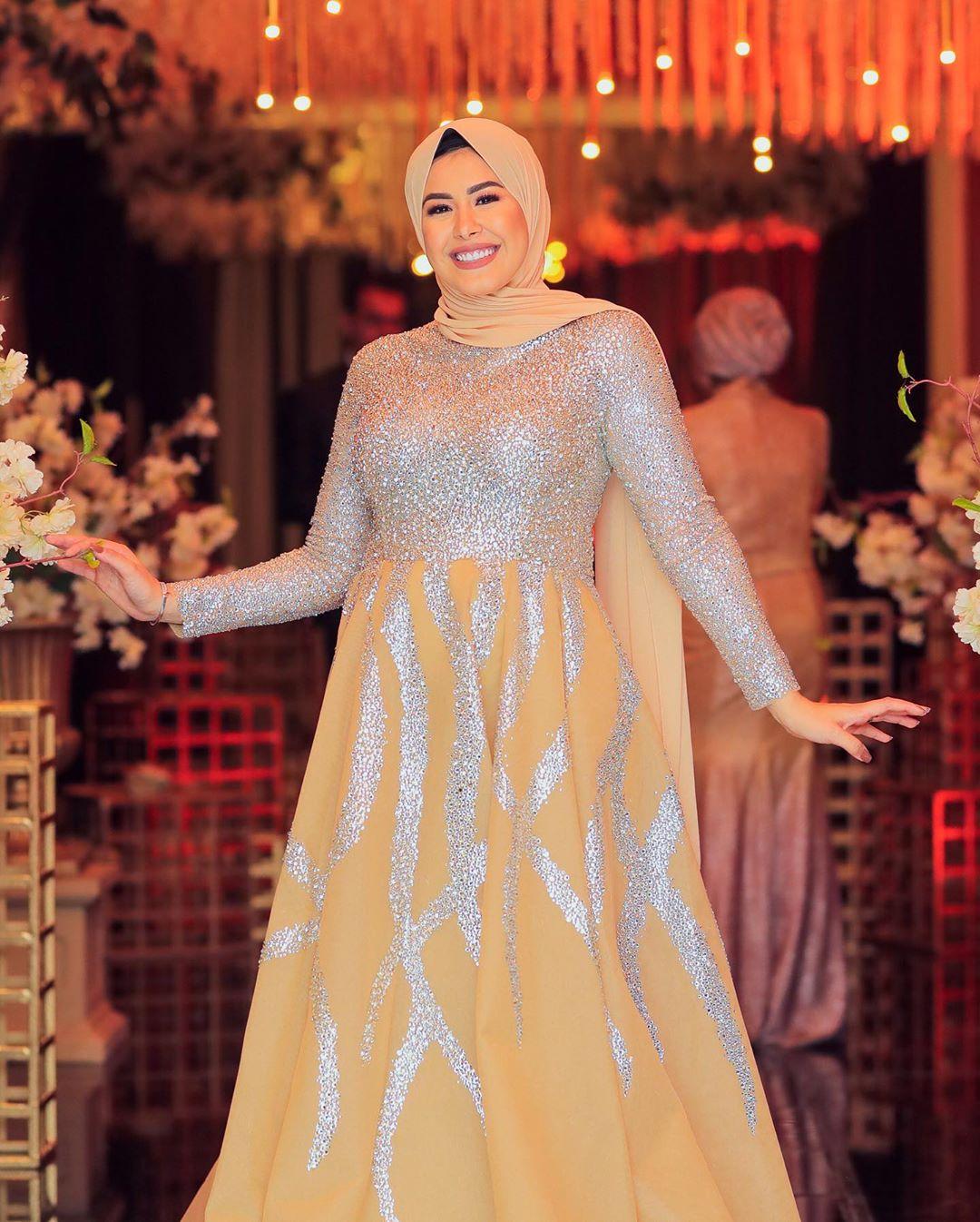 فستان منفوش مطرز للمحجبات