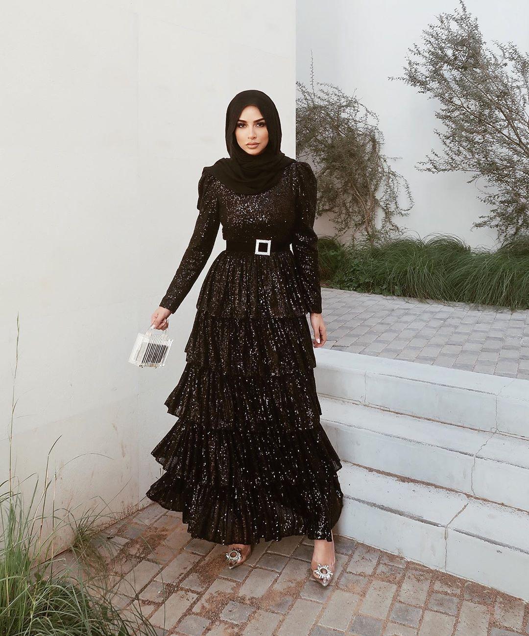 فستان أسود ترتر طبقات للمحجبات