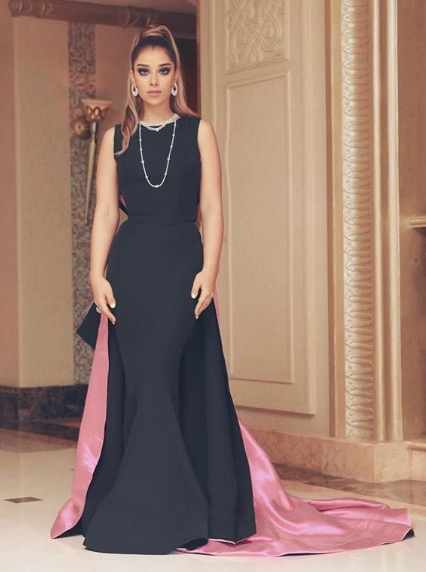 بلقيس فتحي في فستان أسود مميز