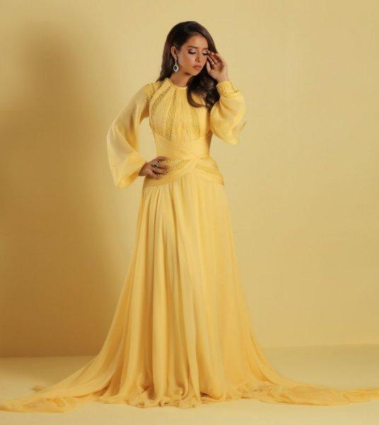 بلقيس في فستان أصفر من جورج حبيقة