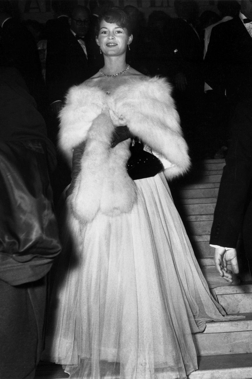 بريجيت باردو في فستان ناعم عام ١٩٥٣