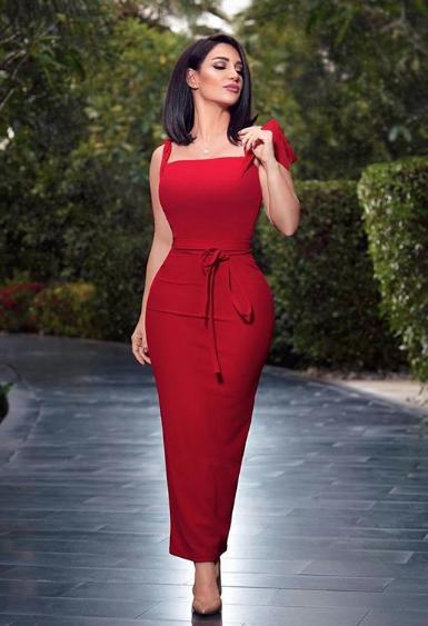 ديانا حداد في فستان ماكسي باللون الأحمر