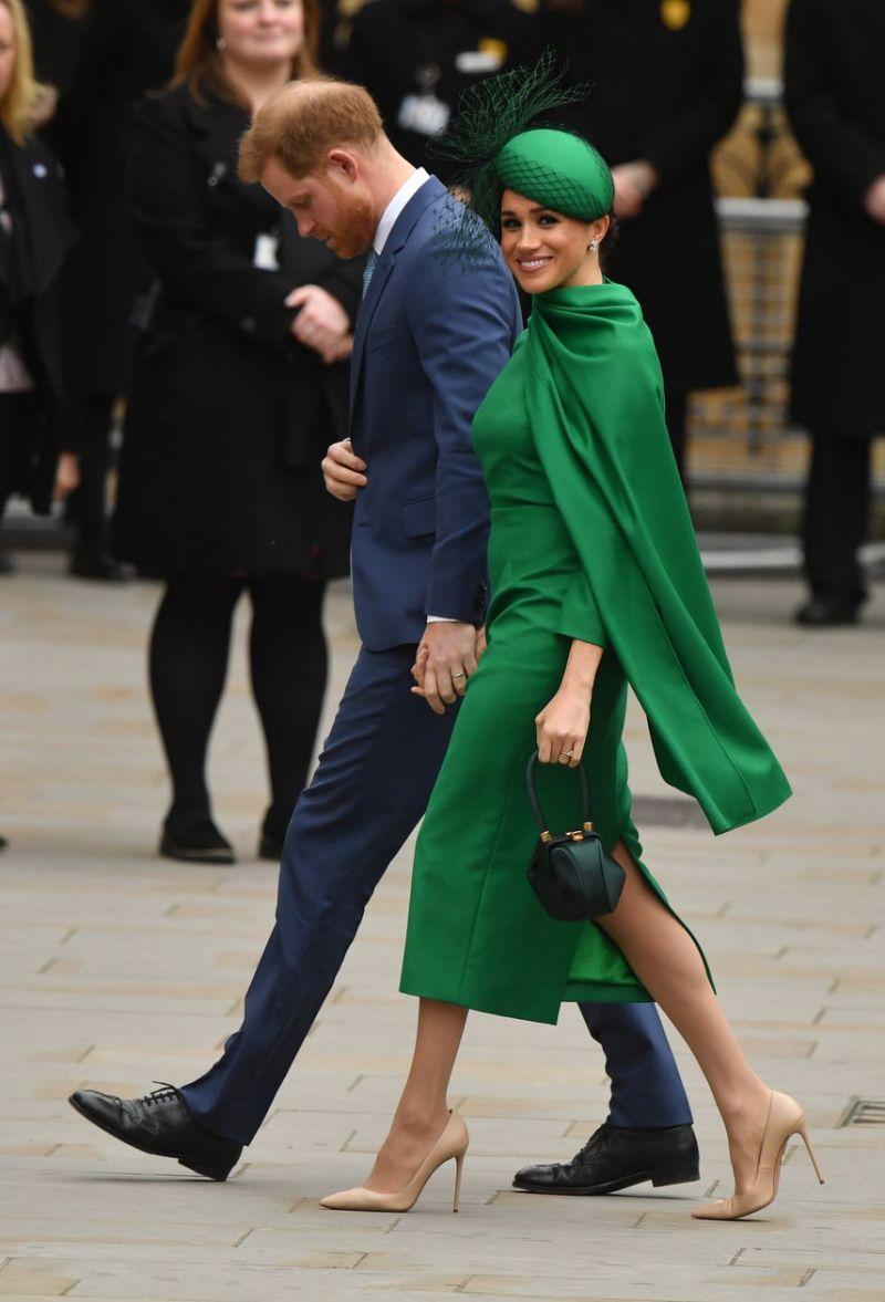 فستان باللون الأخضر تألقت به ميغان ماركل