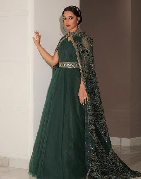 فستان باللون الزيتي من لابورجوازي اختارته بلقيس فتحي