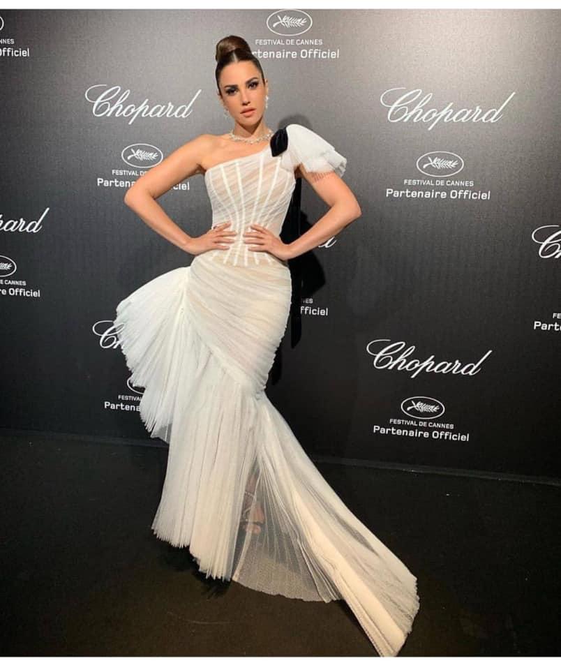 فستان أبيض من التول من جان لويس صبجي تألقت به درة زروق