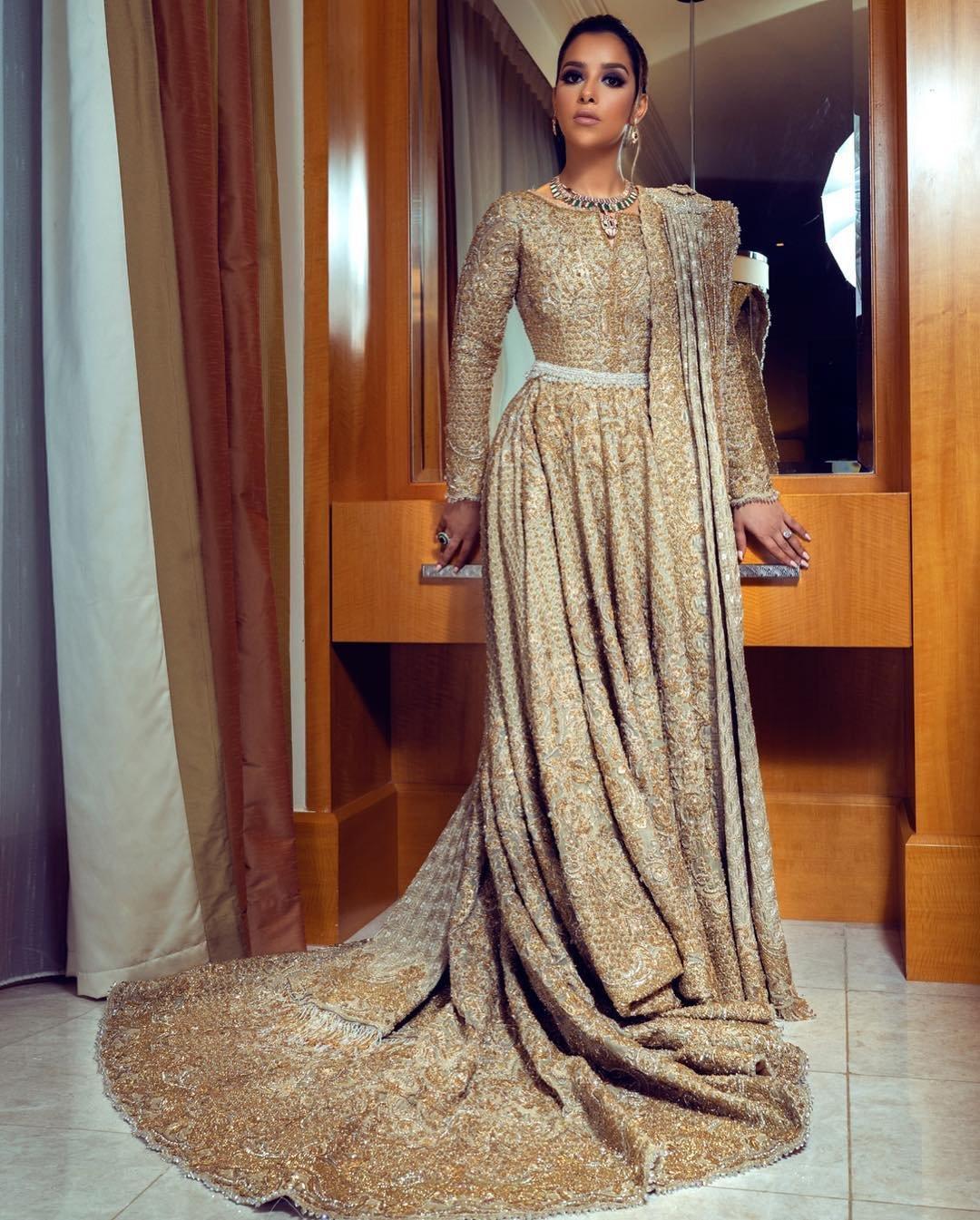 فستان ذهبي فاخر تألقت به بلقيس