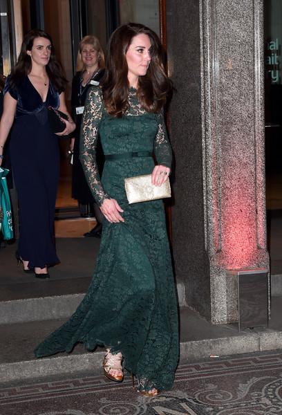 فستان دانتيل زيتي من تيمبرلي لندن اختارته كايت ميدلتون