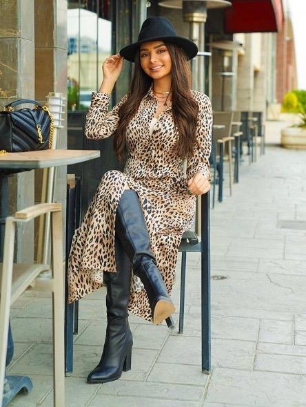 فستان ماكسي بنقشة النمر اعتمدته هيفاء حسوني