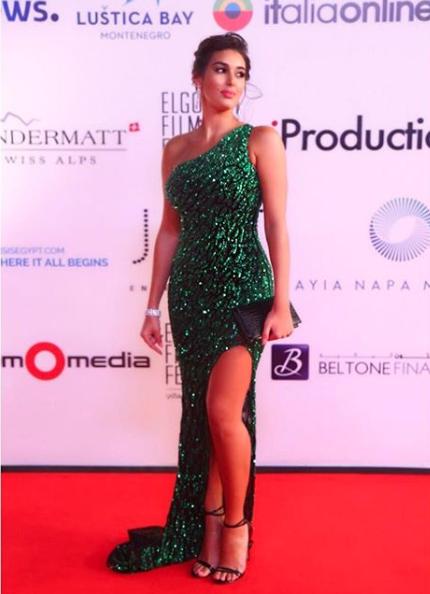 فستان من يوسف الجسمي باللون الأخضر اختارته ياسمين صبري