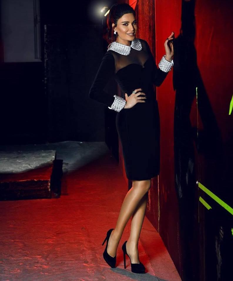 فستان ميدي باللون الأسود من توم فورد تألقت به سيرين عبد النور