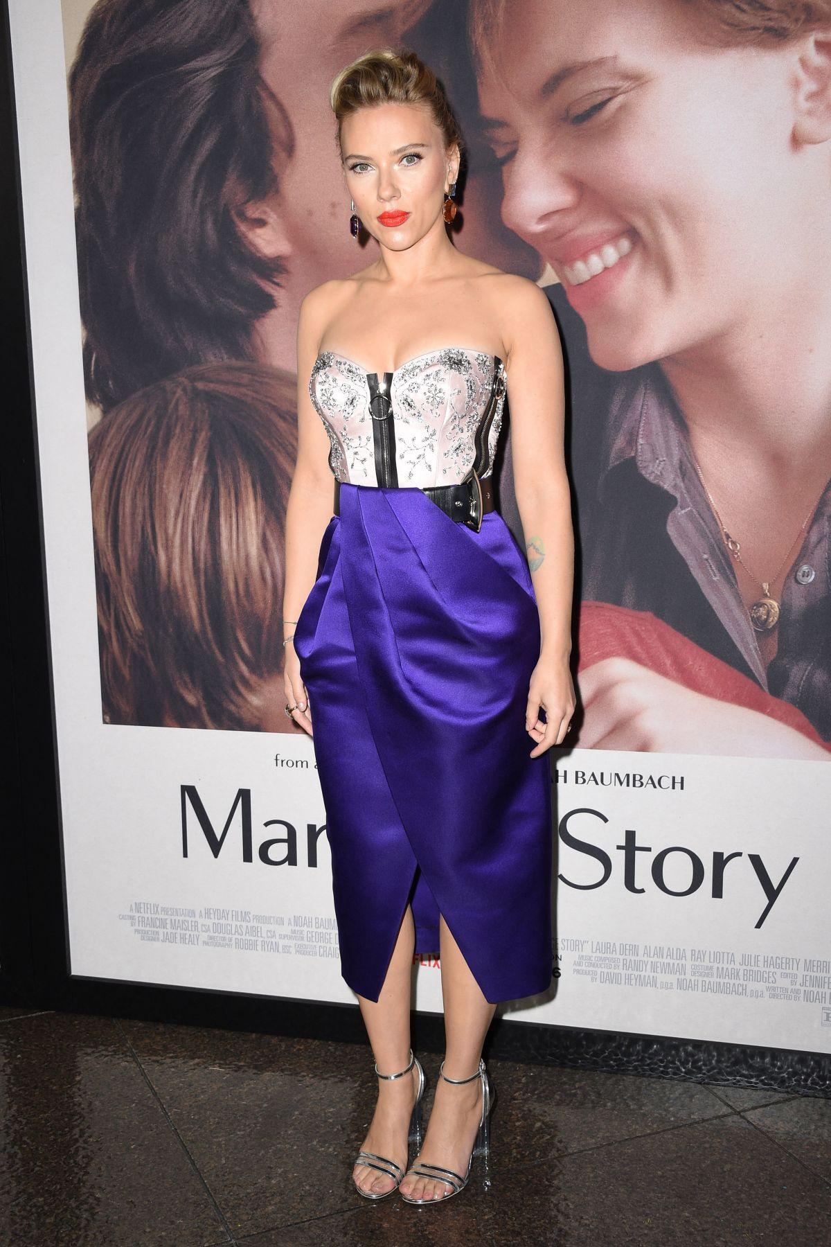 فستان ميدي اختارته سكارليت جوهانسون لاحدى المناسبات
