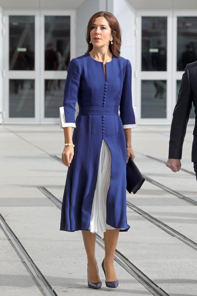 فستان راق باللون الأزرق الغني اختارته الأميرة ماري