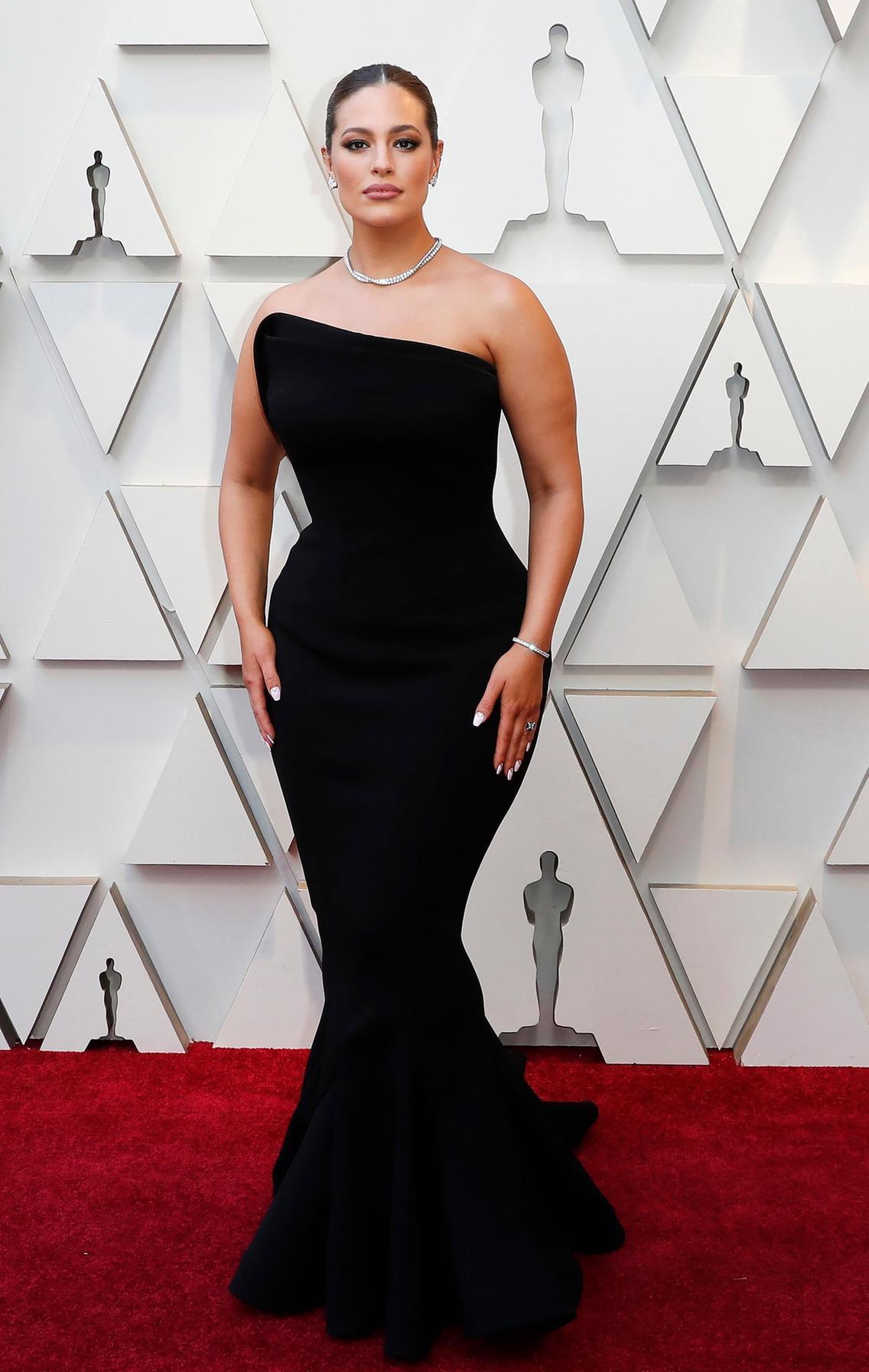 فستان رائع أسود تألقت به  آشلي غراهام