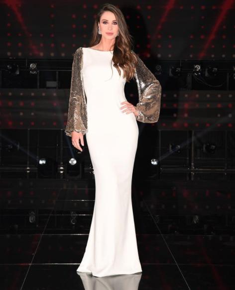 فستان سهرة أبيض من ستيلا مكارتني تألقت به أنابيلا هلال