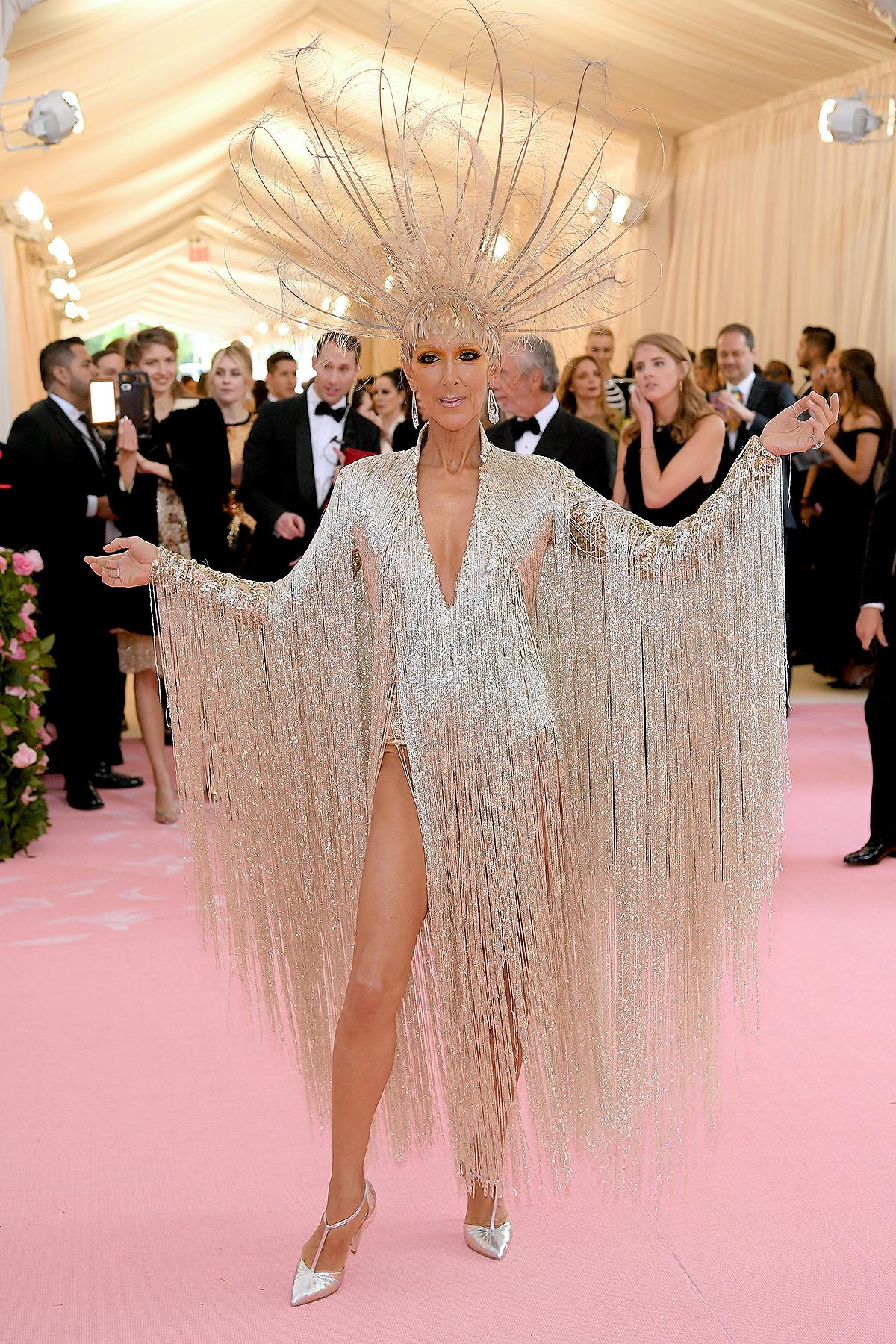 فستان شراريب من أوسكار دي لا رينتا اختاره سيلين ديون