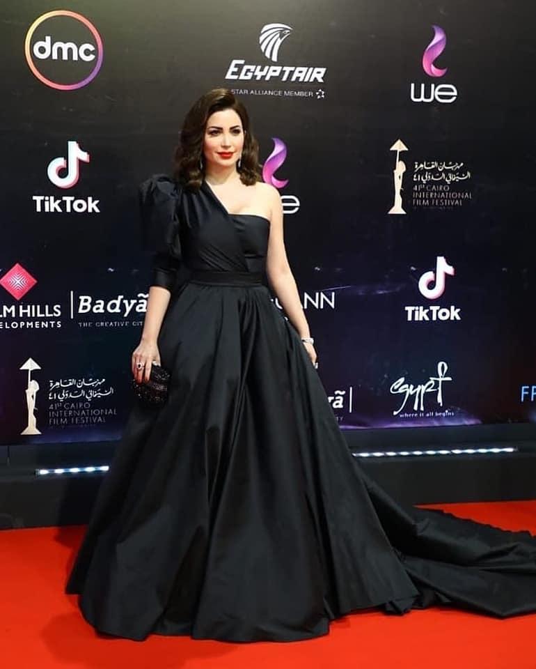 فستان أسود بتصميم فاخر من مرمر حليم تألقت به نسرين طافش