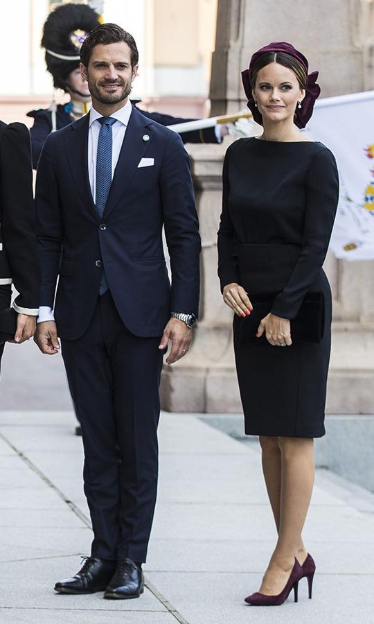 فستان أسود ميدي اختارته الأميرة صوفيا