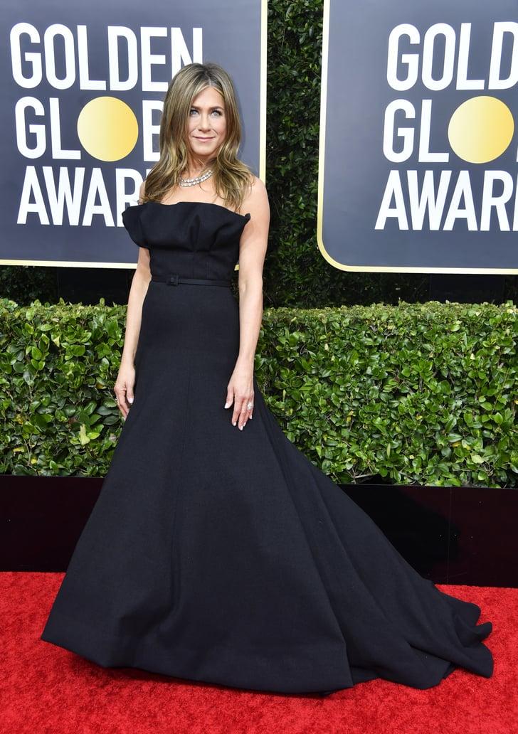فستان أسود ناعم من ديور تألقت به جينيفر أنيستون