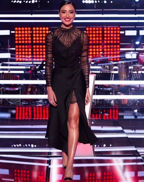 فستان أسود ناعم تألقت به ناردين فرج
