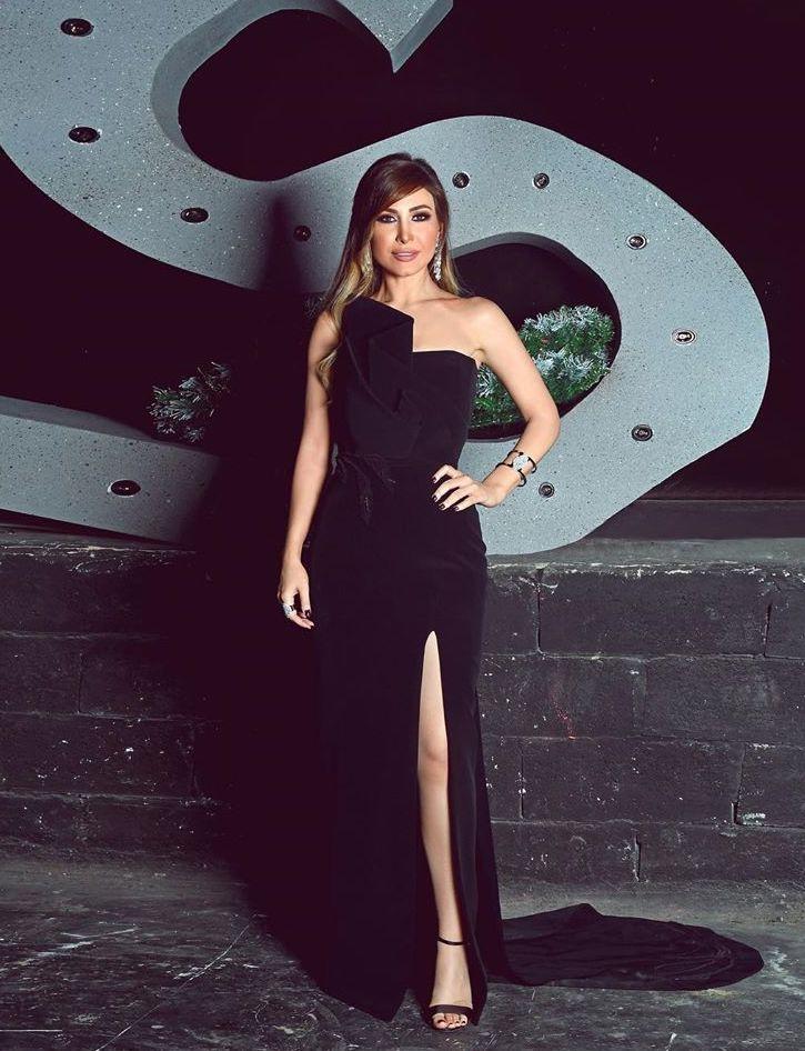 فستان أسود أنيق تألقت به يارا