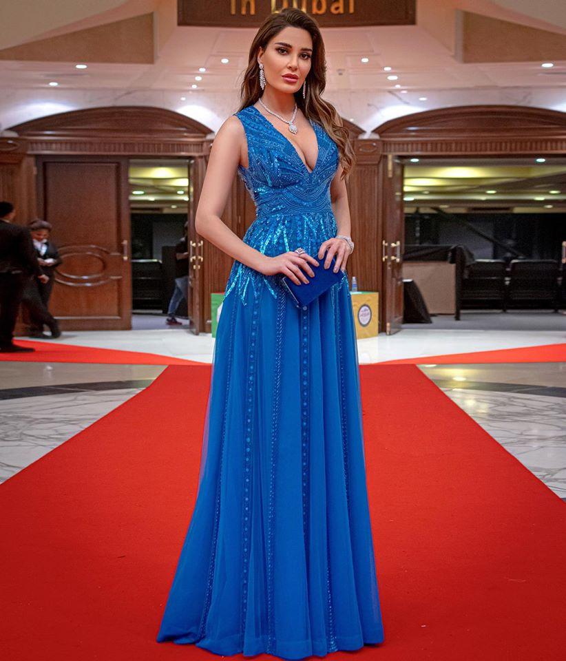 فستان أزرق من زهير مراد تألقت به سيرين عبد النور