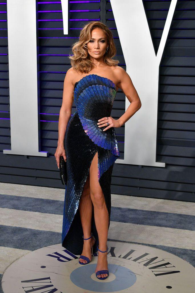 احدى أجمل اطلالات جينيفر لوبيز هذا العام في فستان من زهير مراد