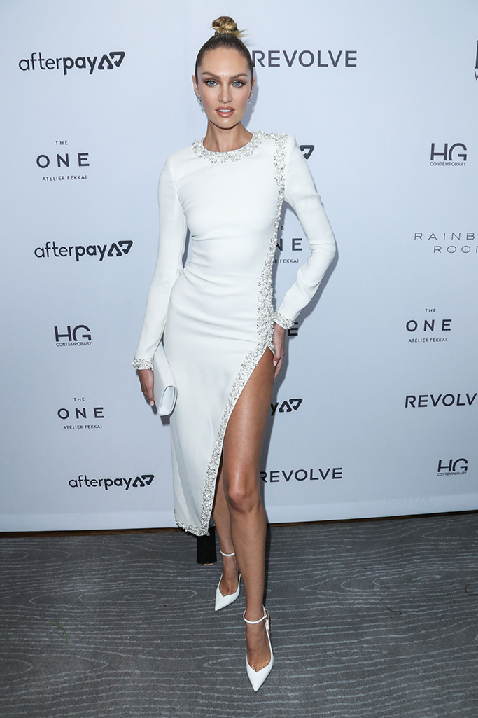 كانديس سوانيبول في فستان ميدي باللون الأبيض