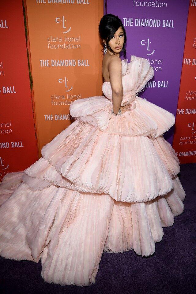 كاردي بي اختارت فستان من جورج حبيقة