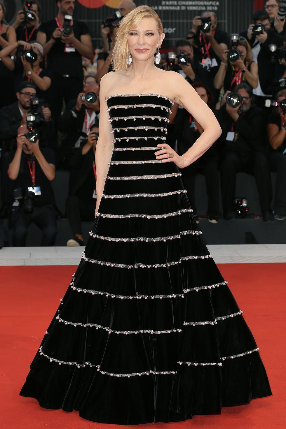كايت بلانشيت في فستان من ارماني بريفيه