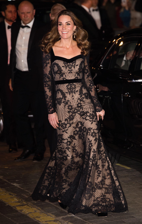 كايت ميدلتون في اطلالة مميزة في فستان دانتيل من الكسندر مكوين