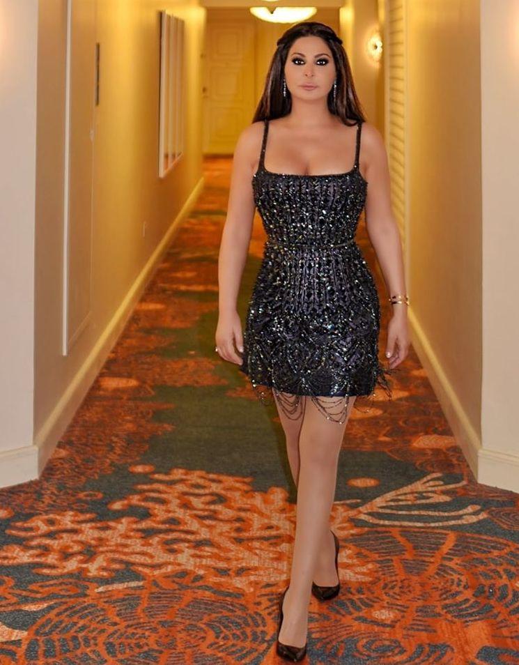 اليسا في فستان قصير براق