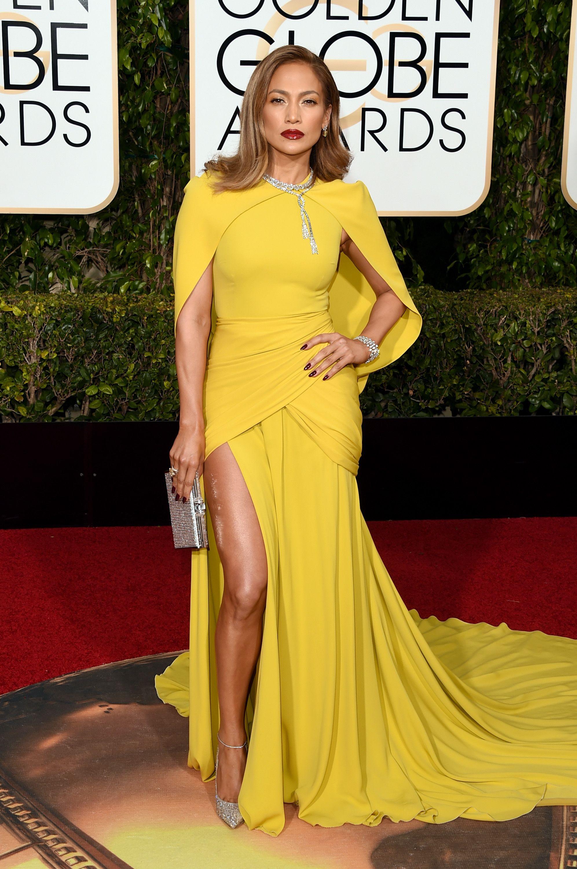 من أجمل اطلالات جينيفر لوبيز في فستان أصفر من جيامباتيستا فالي