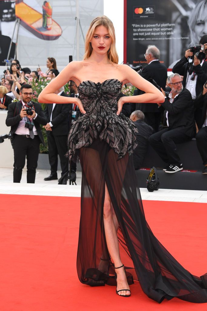 مارتا هانت في فستان من البيرتا فيريتي