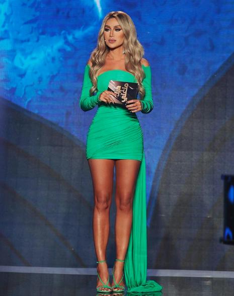 مايا دياب اختارت فستان اوف شولدر أخضر