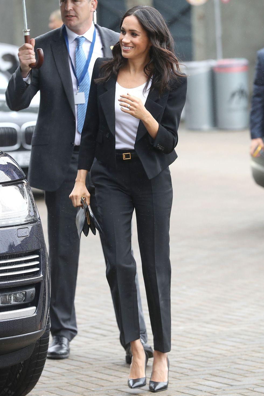ميغان ماركل في بدلة باللون الأسود من جيفنشي