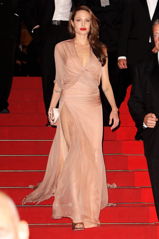 أنجلينا جولي في فستان من فيرساتشي عام ٢٠٠٩