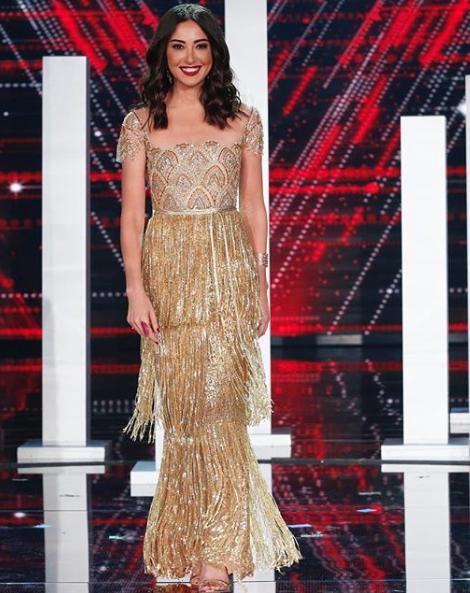 ناردين فرج متألقة في فستان ذهبي