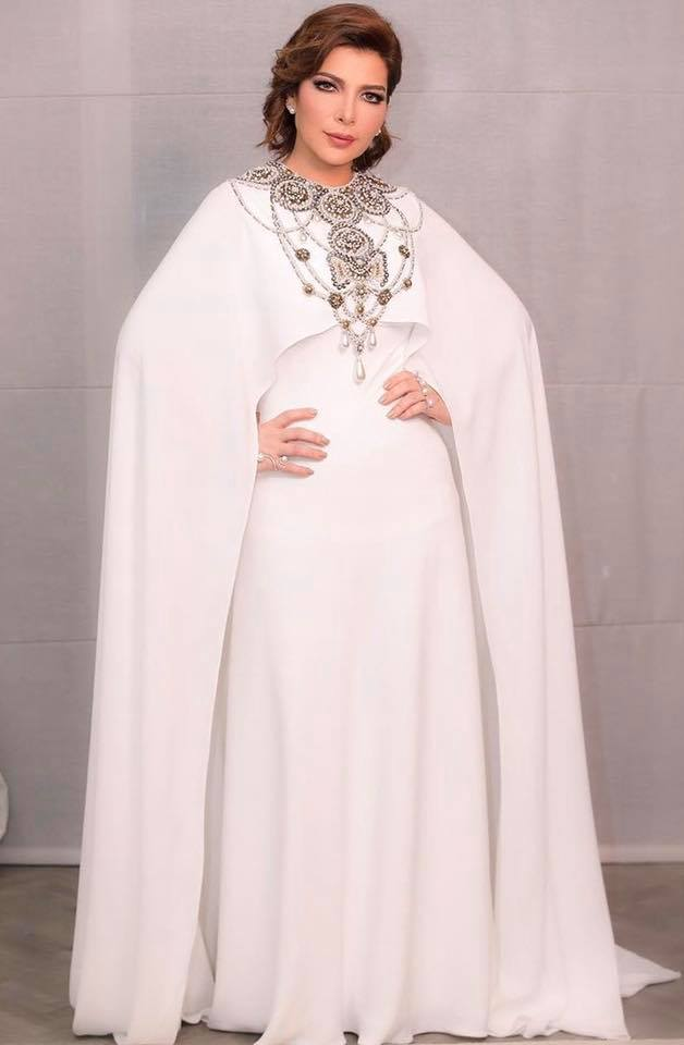 أصالة نصري في فستان باللون ذو تصميم فاخر