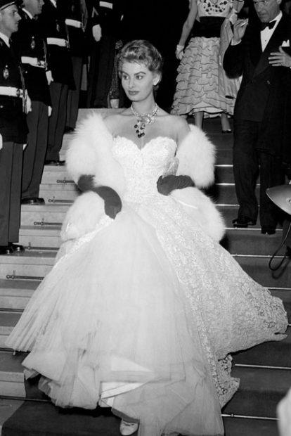 صوفيا لورين في فستان دانتيل عام ١٩٥٣
