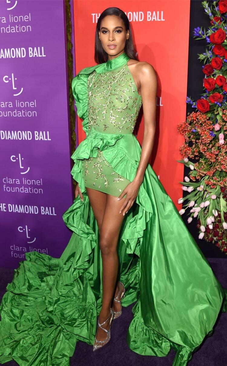 سيندي بروما في فستان باللون الأخضر من رامي قاضي
