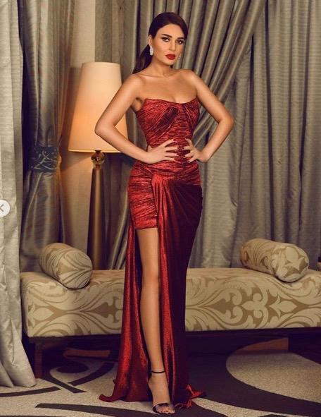 سيرين عبد النور متألقة في فستان أحمر من رامي قاضي