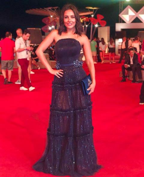 اطلالة في فستان بنفسجي تألقت بها ميس حمدان