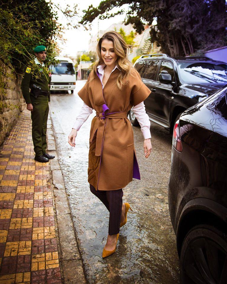 اطلالة خريفية راقية تألقت بها الملكة رانيا