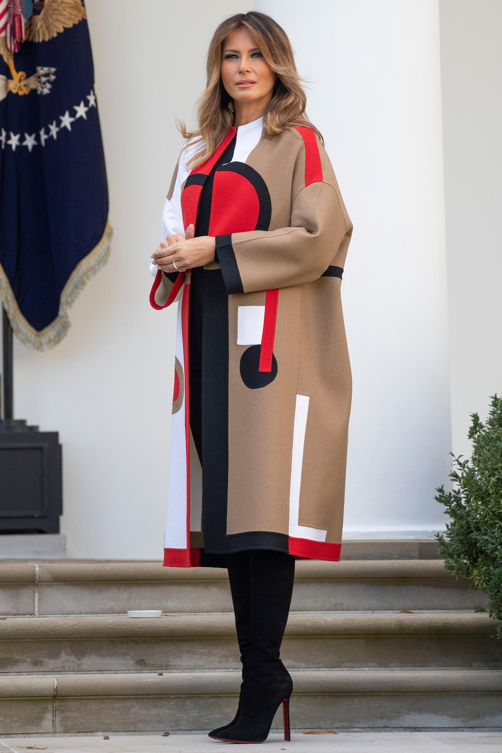 اطلالة مميزة لـ ميلانيا ترامب في معطف من ديور