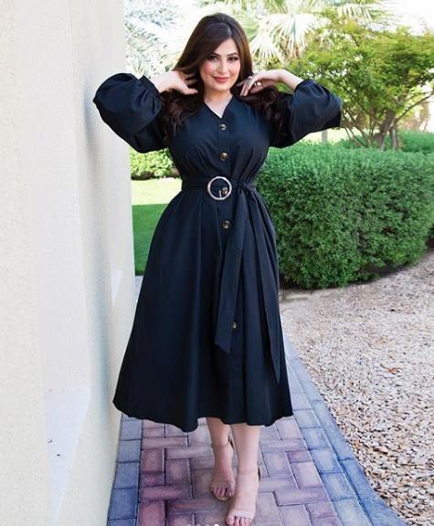 اطلالة أنيقة في فستان أسود اعتمدتها رؤى الصبان