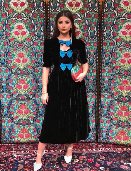 اطلالة أنيقة لعلا فرحات في فستان مخمل من غوتشي