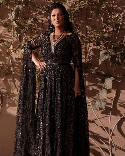اطلالة أنيقة لنوال الكويتية في فستان سهرة أسود