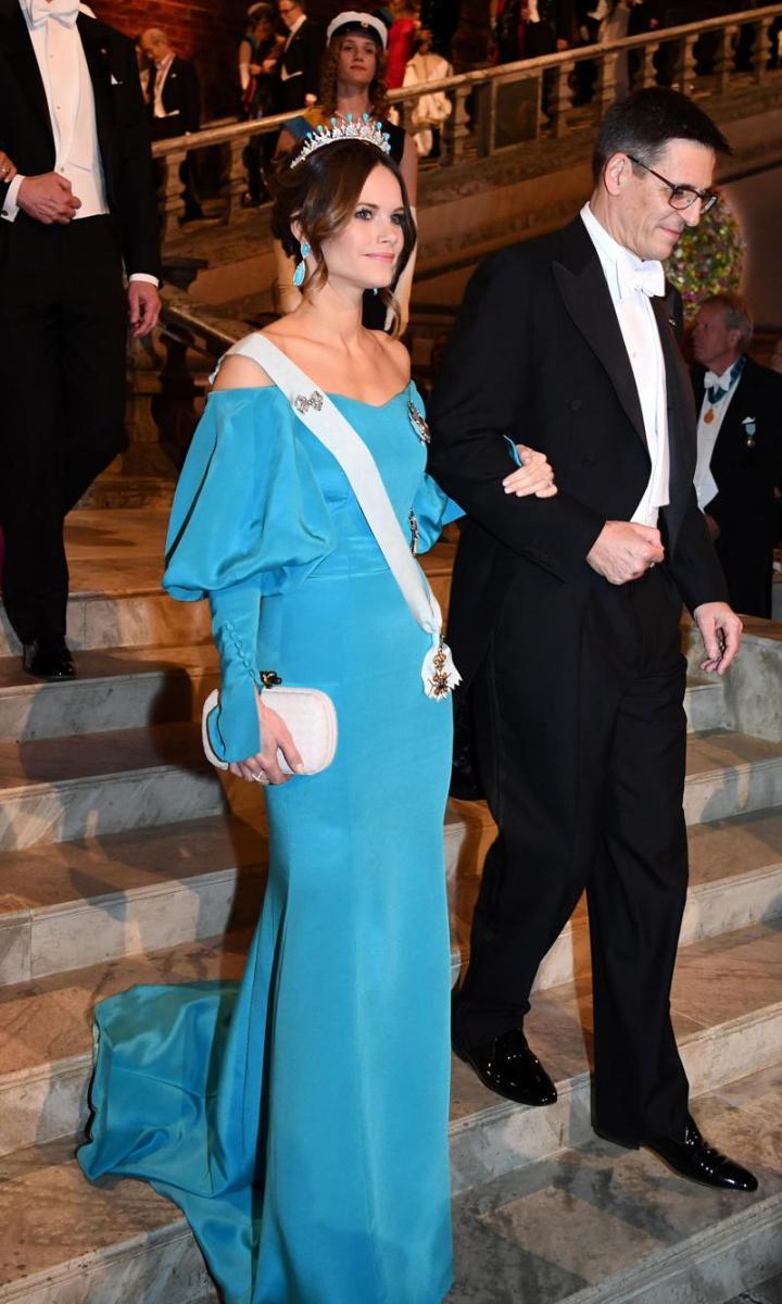 اطلالة رائعة للأميرة صوفيا في فستان سهرة أزرق
