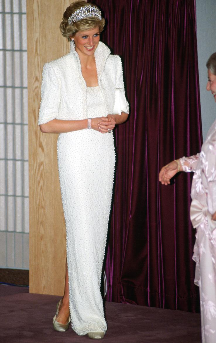 اطلالة شهيرة لليدي ديانا في تصميم مزين باللؤلؤ عام ١٩٨٩